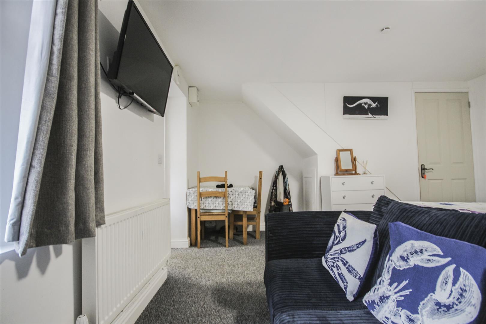 5 Bedroom Mid Terrace House For Sale - _._26.jpg
